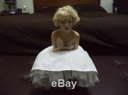 2001 Franklin Mint Love Marilyn Monroe Porcelain Portrait Doll Satin Seat Chair