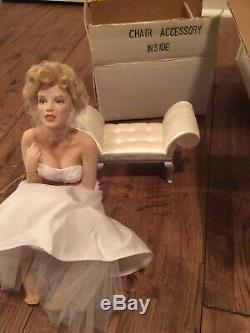 BNIB-Franklin Mint Marilyn Monroe Porcelain Doll/Seat (MINT CONDITION in BOX)