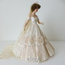 FRANKLIN MINT HEIRLOOM JACQUELINE JACKIE KENNEDY Porcelain Doll Wedding Dress