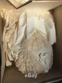 Franklin Heirloom Porcelain Queen Victoria & Albert Bride Doll In MINT + RARE
