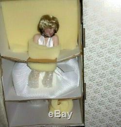 Franklin Mint 7 YEAR ITCH Marilyn Monroe Porcelain Heirloom Doll New In Box