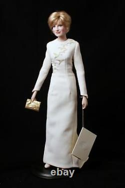 Franklin Mint- Diana Queen of Fashion Porcelain Portrait Doll NIB Princess Saudi