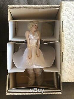 Franklin Mint Heirloom 17 Porcelain Doll, Marilyn Monroe Seven Year Itch NIB