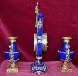 Franklin Mint Marie Antoinette Porcelain Gilt Brass Clock & Urn Garnitures