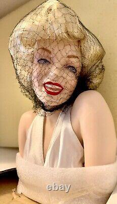 Franklin Mint Porcelain Marilyn Monroe Seven Year Itch Doll Brand New & COA