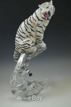 Franklin Mint White Tiger Porcelain Sculpture On Lead Crystal Base