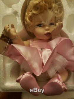 Franklyn Mint Marilyn Monroe Porcelain Portrait Baby Doll w Ring Tag Seated
