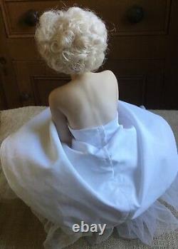 Marilyn Monroe Franklin Mint Porcelain Portrait Doll & Satin Seat
