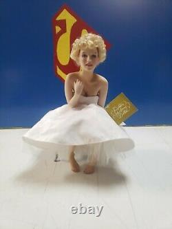 Marilyn Monroe Franklin Mint Porcelain Portrait Doll & Satin Seat Love Marilyn