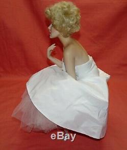 Marilyn Monroe = Franklin Mint Porcelain Portrait Doll Satin Seat = Love Marilyn