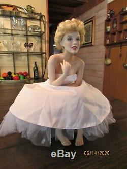 Marilyn Monroe Franklin Mint Porcelain Portrait Doll with Satin Bench EUC