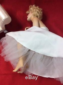 Marilyn Monroe Seated Porcelain Portrait Doll Bench Franklin Mint 2001