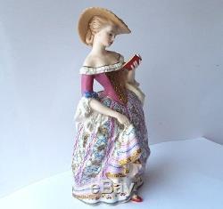 Porcelain Figurine, Franklin Mint, the Victoria & Albert Museum L143