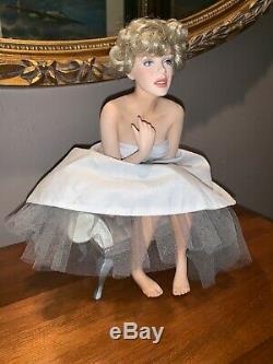 RARE Marilyn Monroe Franklin Mint Porcelain Portrait Doll & Satin Seat